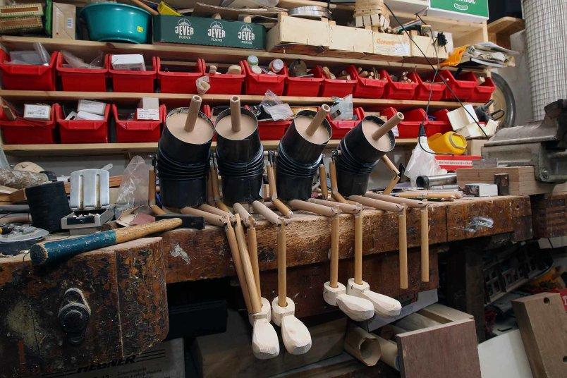 Marionetten mit einem Körper aus Ofenrohr