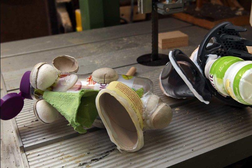 Material im Marionettenbau sind häufig alltägliche Dinge