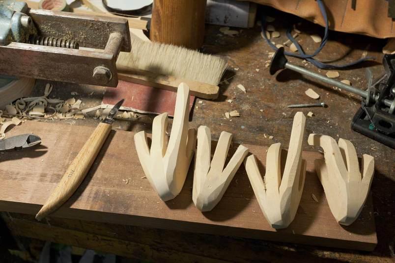 Hände aus Lindenholz