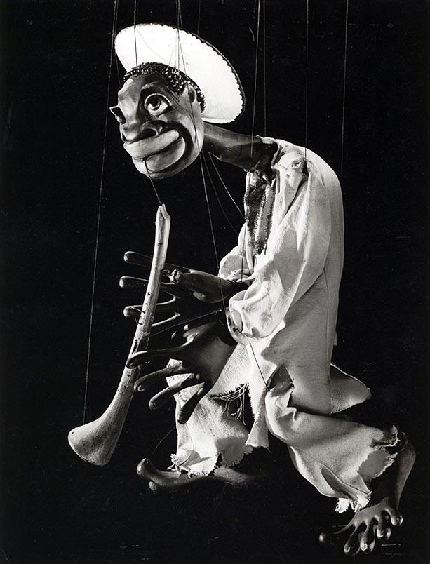 Afrikanischer Flötenspieler von Harro Siegel (historische Aufnahme)